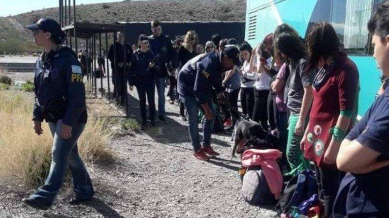 Denuncian operativos excesivos previos al Encuentro Nacional de Mujeres