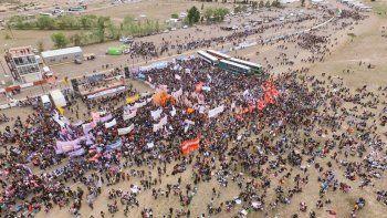 Más de 50 mil personas participaron de la inauguración del encuentro en el autódromo Mar y Valle.