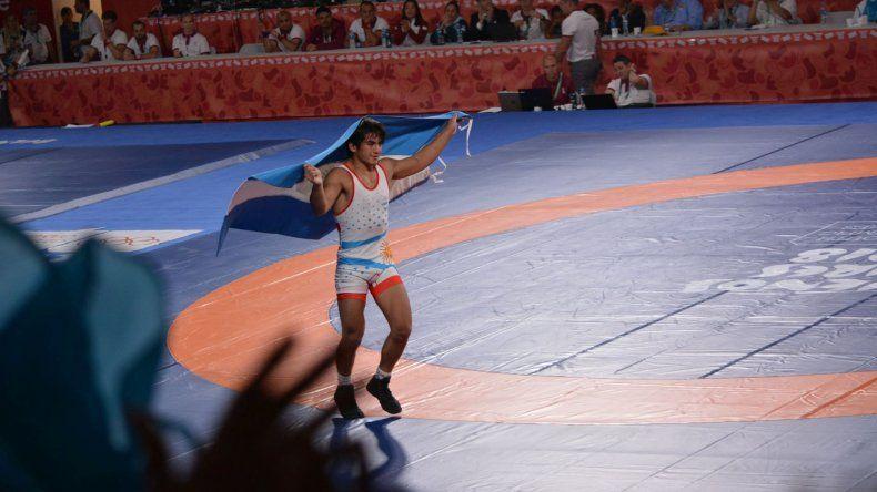 El chubutense Almendra, medalla de plata en lucha