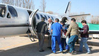 desde san juan partio un avion sanitario en busca del alpinista mendocino