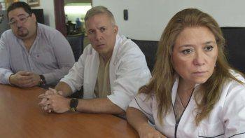 La directora general del nosocomio, Patricia Zari, expresó sus condolencias a la familia de la paciente fallecida.