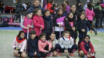 Gran cantidad de jóvenes de las categorías formativas se dieron cita en Comodoro Rugby Club para el encuentro de minihóckey.