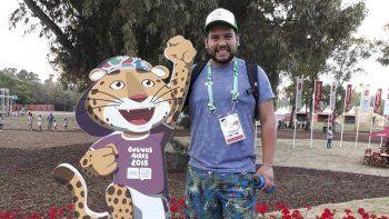 Al igual que cientos de argentinos, Maximiliano Aguila dona su tiempo como voluntario de los Juegos Olímpicos de la Juventud.