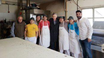 Macri antes de irse de Comodoro pasó por una panadería