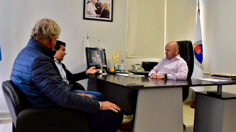 Sastre gestiona vuelos low cost para Chubut