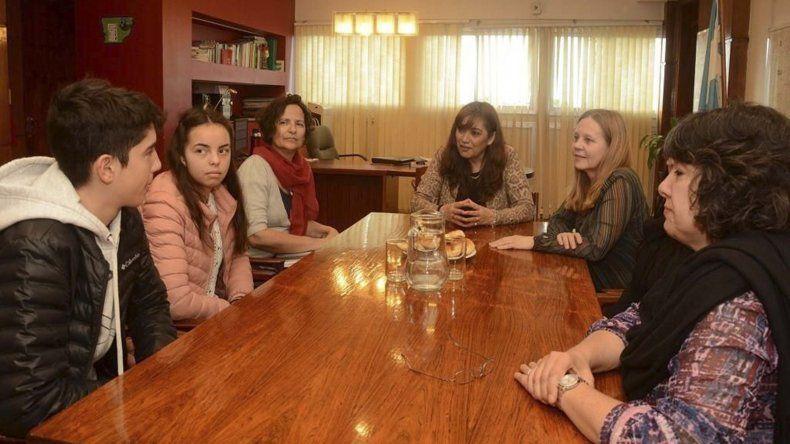 Estudiantes de Madryn que representaron a la Provincia fueron recibidos por la ministra Cigudosa.
