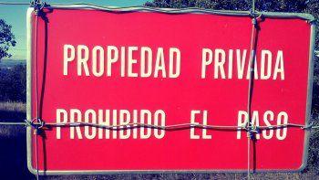 Rodeado de protocolo
