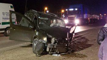 un camion y una camioneta chocaron sobre ruta 3