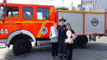 bomberos sorprendieron a las madres en su dia