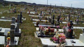 trabajos de mantenimiento en los cementerios