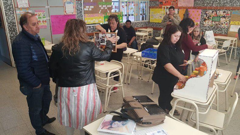 Linares visitó a alumnos de la Escuela 755 que elaboran alimentos y productos caseros