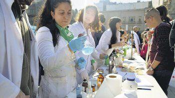 Científicos argentinos protestan periódicamente frente al Congreso. Solo les falta que los manden a lavar los platos, como alguna vez hizo Domingo Cavallo.