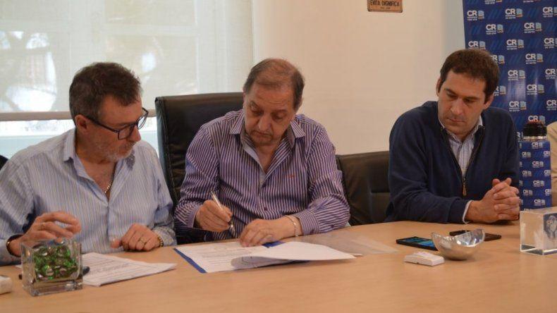 El intendente Linares encabezó el acto de apertura de precios.