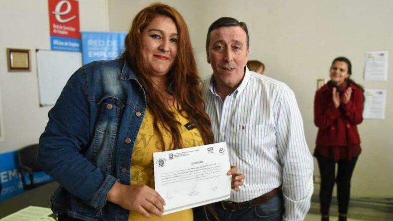 Entregaron 35 certificados a las personas que completaron el Taller de Recursos Informáticos para la Administración.