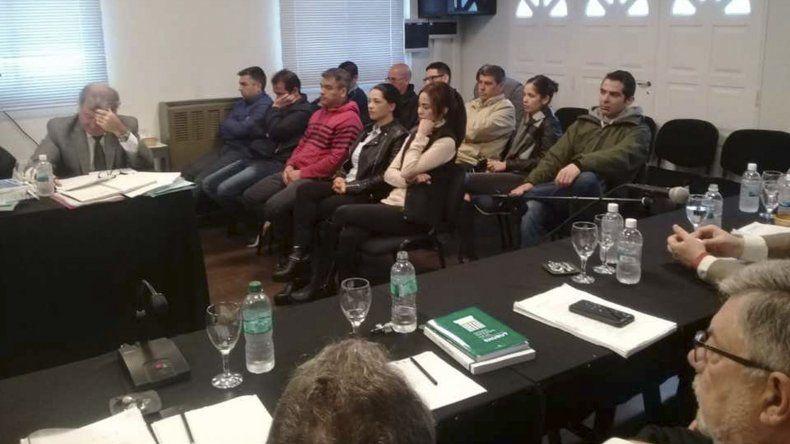 En la audiencia que hoy concluye estuvieron presentes 11 de los 12 imputados y no todos se hallan en prisión.