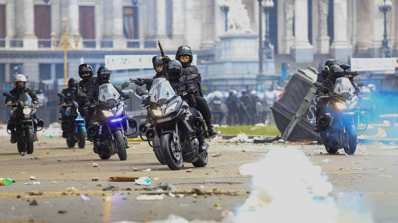 Incidentes por el Presupuesto 2019: balas de goma, gases, piedras y camiones hidrantes