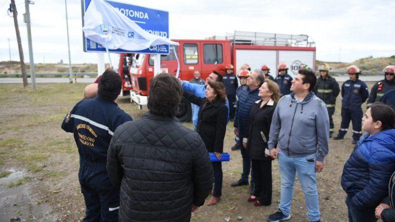 Rotonda y calles de Kilómetro 8 llevarán el nombre de bomberos