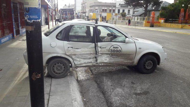 En contramano por la calle San Martín chocó contra un taxi