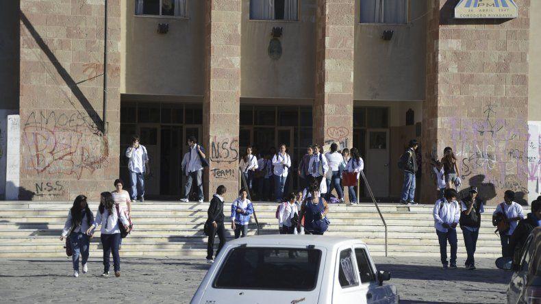 Egresados del Colegio Perito Moreno celebrarán los 30 años de su graduación