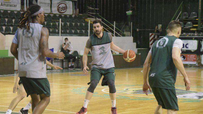 Sebastián Vega durante un entrenamiento con el plantel de Gimnasia.