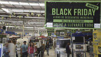 Los Black Friday de Wal Mart siempre convocan multitudes, a partir de sus ventajas comerciales.