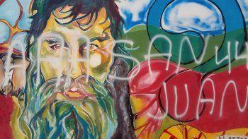 Volvieron a vandalizar el mural en homenaje a Santiago Maldonado