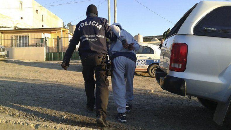 El momento en que se produce la detención de uno de los sospechosos.