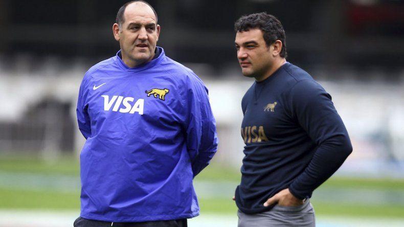 El entrenador Mario Ledesma junto a Agustín Creevy