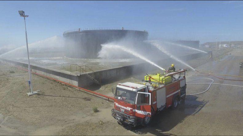 Termap realizó simulacros relacionados con la actividad hidrocarburífera en Caleta Córdova.