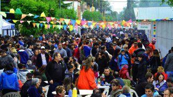 musica, cocina y artesanos en la fiesta del chorizo