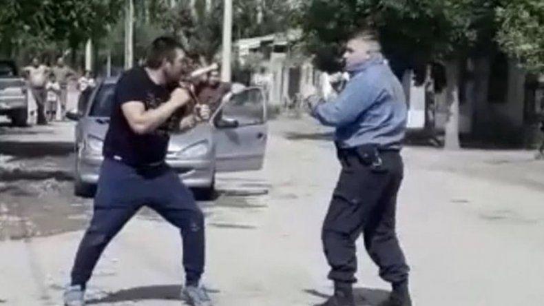Un policía y un vecino se boxearon en medio de la calle