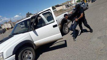 Detuvieron a un hombre que intentó incendiar vehículos estacionados