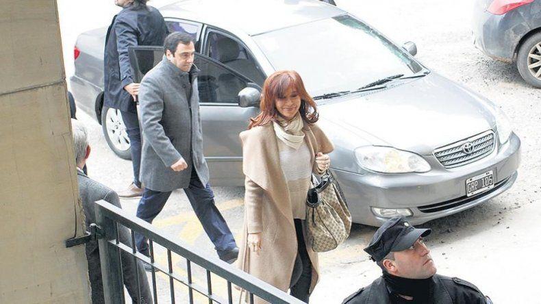 Cristina Kirchner fue procesada como jefa de una asociación ilícita en una causa que presenta muchas dudas y en donde no pocos directamente ven persecución política.