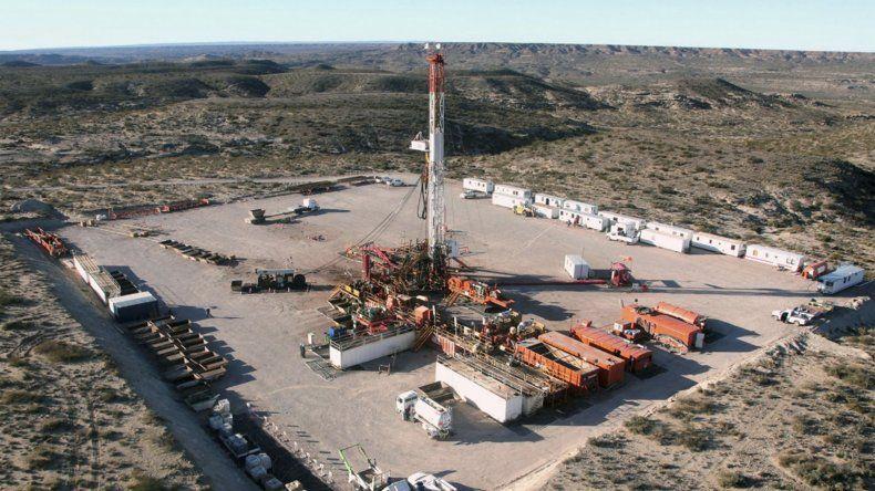 Suspendieron a mil petroleros por el congelamiento del precio del crudo