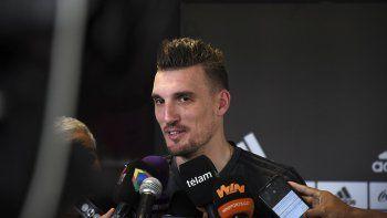 Franco Armani dialoga con la prensa luego del entrenamiento que el plantel de River realizó ayer en el predio de Ezeiza.