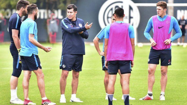 Jorge Almirón dirigió ayer a la mañana su primera práctica al frente del plantel de San Lorenzo.