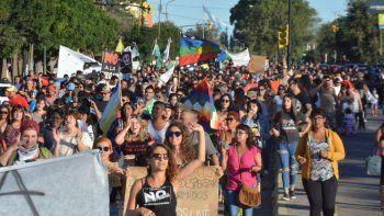 Marcha y vigilia en la Legislatura contra la megaminería