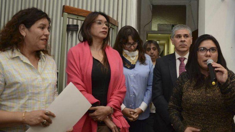 Acompañada por el vicegobernador Pablo González e integrantes del colectivo LGTB