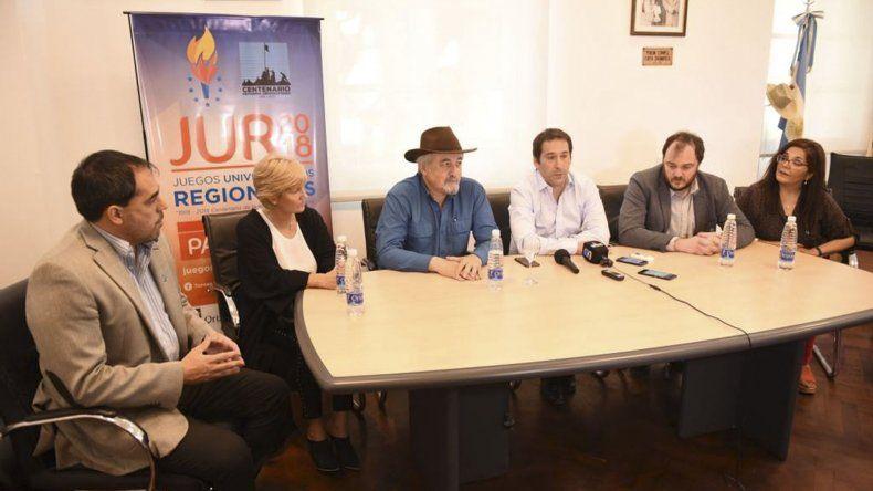 En el despacho municipal se realizó al presentación de los Juegos Interuniversitarios Deportivos Regionales que se desarrollarán la próxima semana en Comodoro Rivadavia.