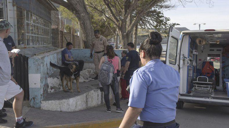 El momento en que la policía procede durante la tarde del miércoles en la Costanera.