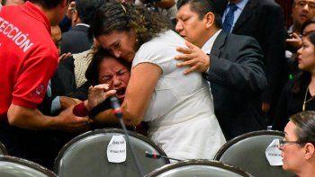 diputada se entera de la muerte de su hija en plena sesion