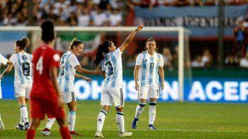 Argentina goleó a Panamá y perfila la clasificación al Mundial
