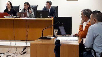 Héctor Fretes en compañía de su abogado defensor Guillermo Iglesias.