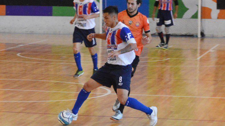 Matías Cárcamo anotó dos goles en la derrota de Auto Lavado El Tiburón-MyL.