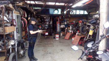 en un taller mecanico de ciudadela secuestraron motos robadas