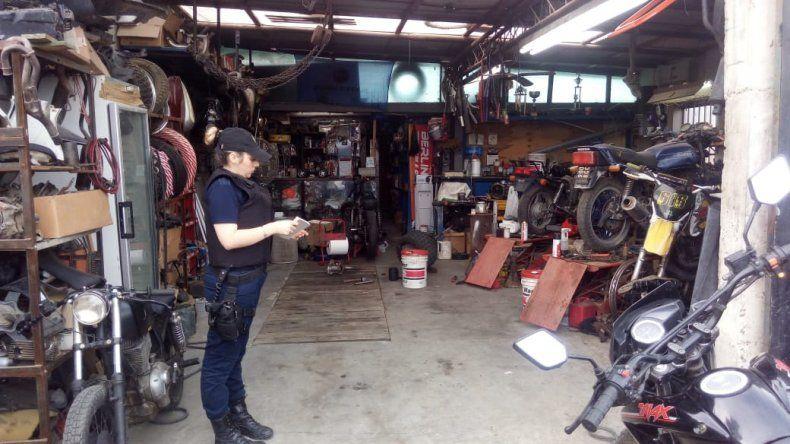 En un taller mecánico de Ciudadela secuestraron motos robadas