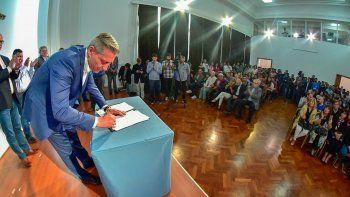 arcioni firmo convenios para la construccion de viviendas por mas de 380 millones