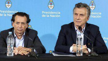 Macri y Dante Sica, ministro de Producción que impulsó el pago del bono para evitar otro paro.