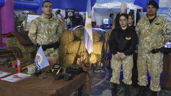 La muestra de la Policía Provincial se inauguró ayer en el gimnasio municipal General Mosconi.