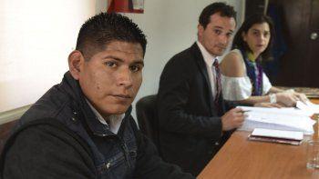 En la primera de las dos audiencias de ayer prestó testimonio el cabo primero Carlos Flores Mamani. A su lado, el fiscal Lucas Colla y una de las abogadas querellantes, Lorena Arias.